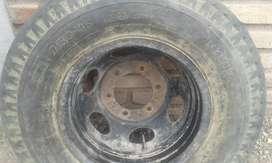 Vendo goma de camioneta ford 350