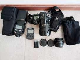 Nikon D7100 completa con 2 lentes y flash externo con radio.