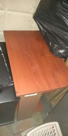 Mesa para televisión o equipo de sonido