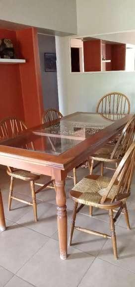 Mesa más juego de sillas