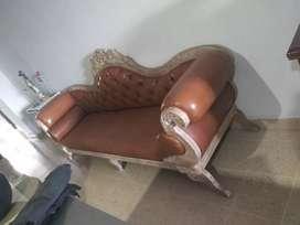 Vendo sillón en puro cuero tipo Luis 15 negociable