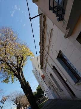 PARTICULAR ALQUILO DTO TIPO DUPLEX 2 DORMITORIOS. Calle 5 e/ 69 y 70. LA PLATA