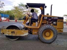 Se vende Vibrocompactador Marca Caterpillar CS-323C - 6 a 7 Toneladas, modelo 2003