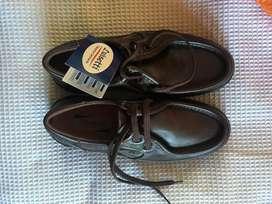Zapatos en cuero cafe oscuro marca luisetti talla 42
