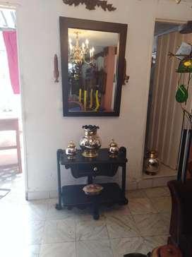 mesa decorativa con espejo