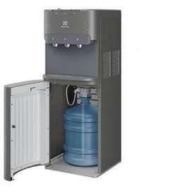 Dispensador de agua Electrolux EQB20C7MUSG con bidón interno Electrodomesticos Jared