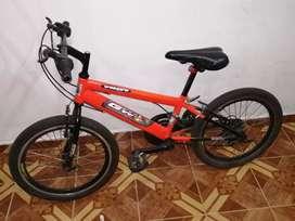 Venta de bicicleta para niño con cambios chimano en buen estado