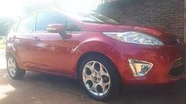 Fiesta kinetic titanium modelo 2011