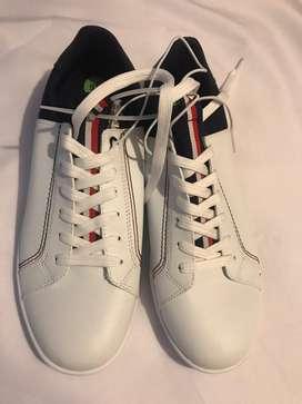 Nuevos zapatos Tommy originales talla 42.5 $130