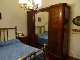 Juego Dormitorio, Cama de bronce y Ropero antiguos