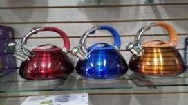 Teteras silbadoras en acero con tres colores disponibles NUEVAS