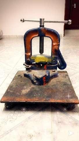 Alquiler Prensa con mesa metalica
