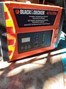 Cargador de Batería Inteligente Black Decker En Caja