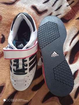 Zapatos en medio uso