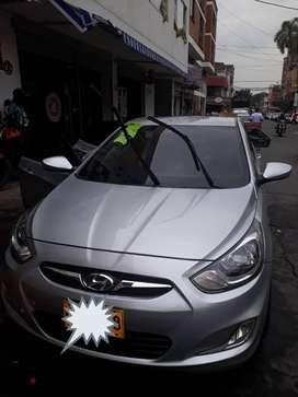 Vendo  carro Hyundai i25 full
