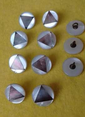 antiguos botones de nacar y bronce imagen geometrica