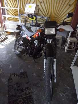 Se vende o permuta por una moto más barata solo tarjeta DT 125
