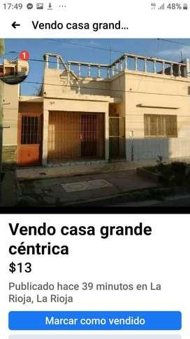 Vdo casa grande a 250 mts Legislatura, Municipalidad, Correo, Plaza 9 de Julio, Policia, Escuelas.