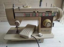Maquina de coser familiar