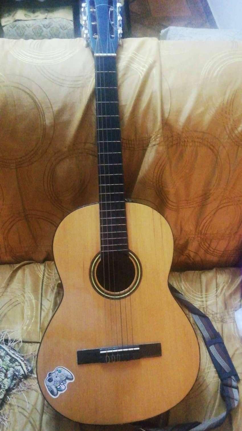 Guitarra nueva sin uso 0