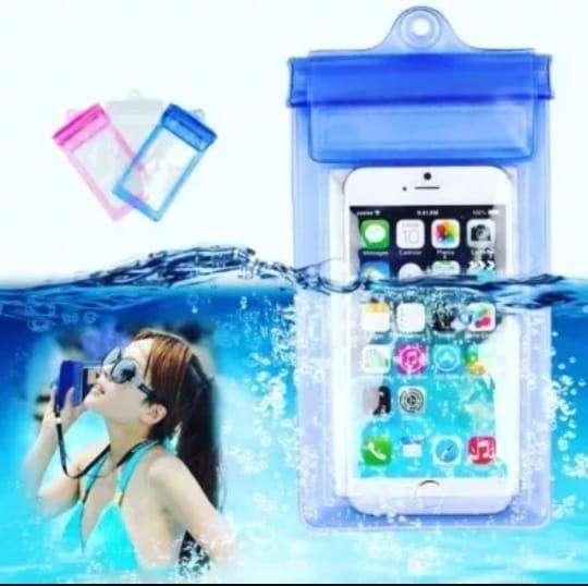 SE VIENE EL VERANO Bolsa Funda Sumergible Celular Selfie En Agua 0