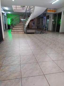 Alquilo local comercial 20 m2 ubicado en el Edificio Breña (Huancayo) interior primer piso. Baño independiente