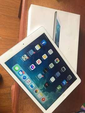 Ipad air 32GB PERFECTO ESTADO con caja. Gris (atrás) y Blanca (frente)Blanca