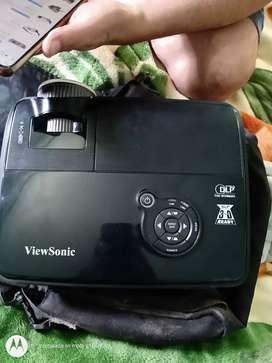 Vendo proyector 3D con control remoto y pantalla