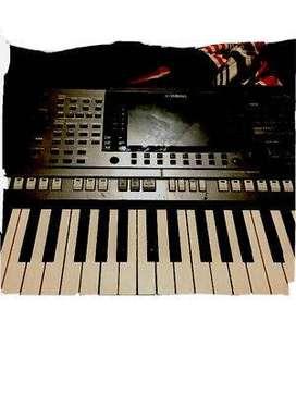 Nuevo teclado de estación de trabajo profesional Yamaha PSR S770 de 61 teclas.