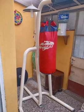 Estructura tubular para colgar bolsa de boxeo