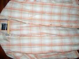 vendo lote completo de 15 camisas originales vestir y sport talle M y L 4 bermudas y 1 remera todo exelente estado