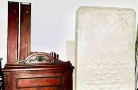 Vendo cama sencilla de madera con nochero y regalo colchon