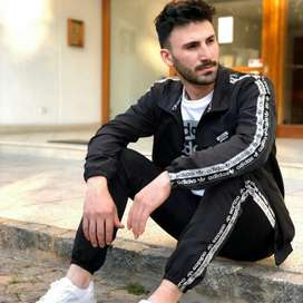 Adidas , único talle campera XL , pantalón XL
