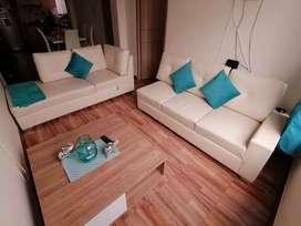 Hermosa y amplia sala con mesa de centro