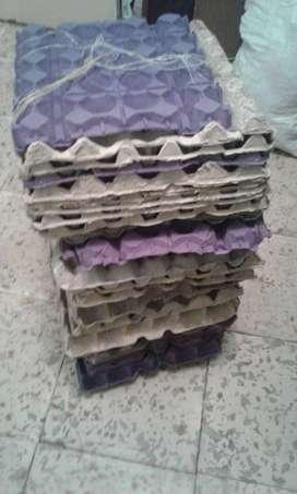 Cubetas de huevo x30 usadas total 43 cubetas y y 5 pequeñas capacidad de 6 huevos