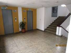 Se arrienda oficina central ubicada en el edificio banco popular