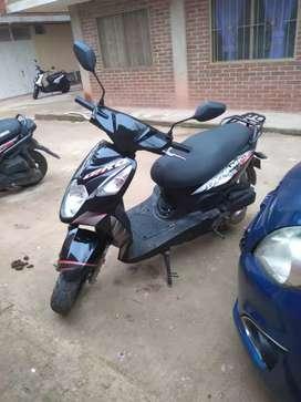 Vendo moto con papeles al dia todo pago