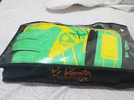 Guantes de portero  talla 7  con estuche original marca Vento 9/10 poco uso