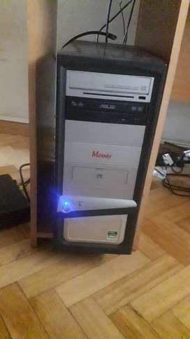 Monitor samsung 16' con pc de oficina en perfecto estado