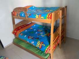Camarote de 3 camas con colchones
