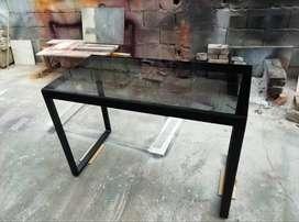 Mesa escritorio de acero y vidrio