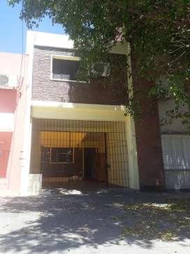 VENDO HERMOSA PROPIEDAD! ZONA RESIDENCIAL 2 CUADRAS DEL PARQUE Y 4 DEL CENTRO!