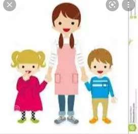 Se cuidan niños y adulto mayor