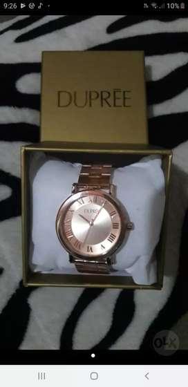 Reloj  Dorado elegante