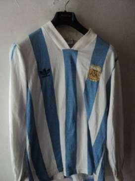 Vieja camiseta Adidas de la Seleccion Argentina