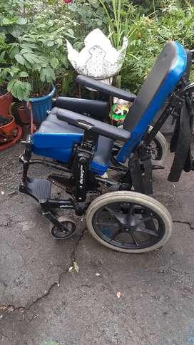 Silla de ruedas y camilla