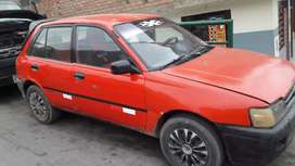 Auto sedán cuatro puertas todo operativo motor diesel papeles en regla.