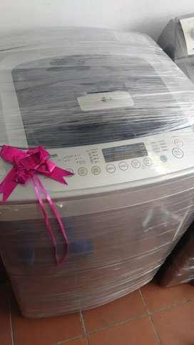 Vendo lavadora LG digital 32 con  garantía de 6 meses