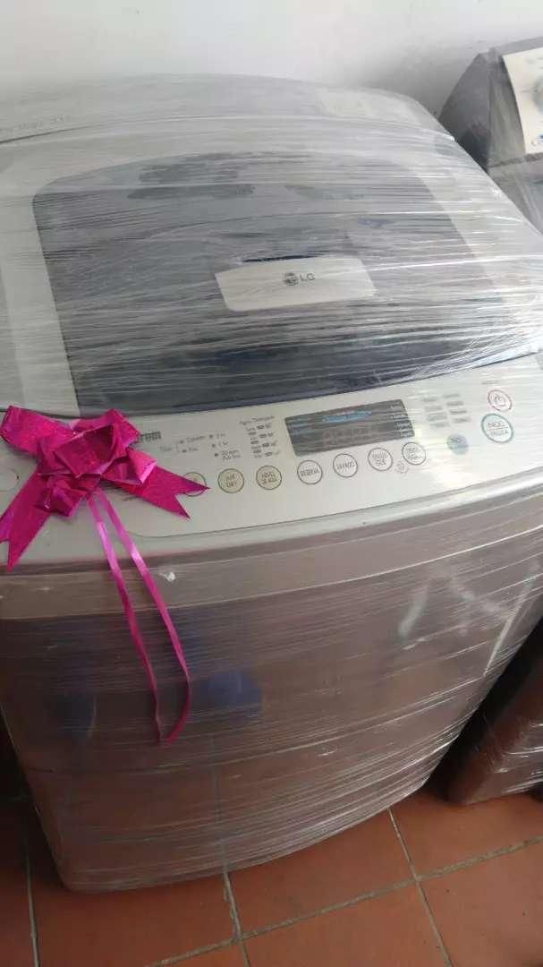 Vendo lavadora LG digital 32 con  garantía de 6 meses 0