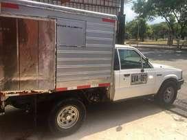 se requiere conductor para camioneta placas publicas con furgón